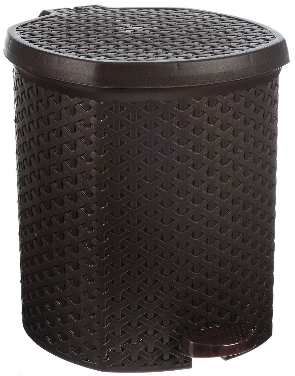Контейнер для мусора Magnolia Home, с педалью, цвет: коричневый, 12 л3902Мусорный контейнер Magnolia Home очень удобен в использовании как дома, так и в офисе. Изделие, выполненное из прочного пластика, не боится ударов. Контейнер оснащен педалью, с помощью которой можно открыть крышку. Закрывается крышка практически бесшумно, плотно прилегает, предотвращая распространение запаха. Внутри пластиковая емкость для мусора, которую при необходимости можно достать из контейнера. Интересный дизайн разнообразит интерьер кухни и сделает его более оригинальным.