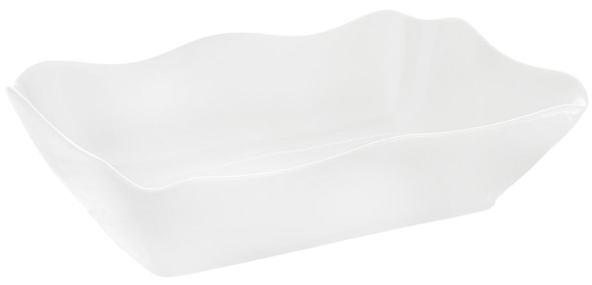 Блюдо для заливного Фарфор Вербилок, 27 х 16,5 х 7 см2503000БСервировочное блюдо Фарфор Вербилок, изготовленное из высококачественного фарфора, прекрасно подойдет для заливного, холодца и слоеных салатов. Оно украсит сервировку вашего стола и подчеркнет прекрасный вкус хозяйки. Размер блюда (по верхнему краю): 27 х 16,5 см. Высота стенки блюда: 7 см.
