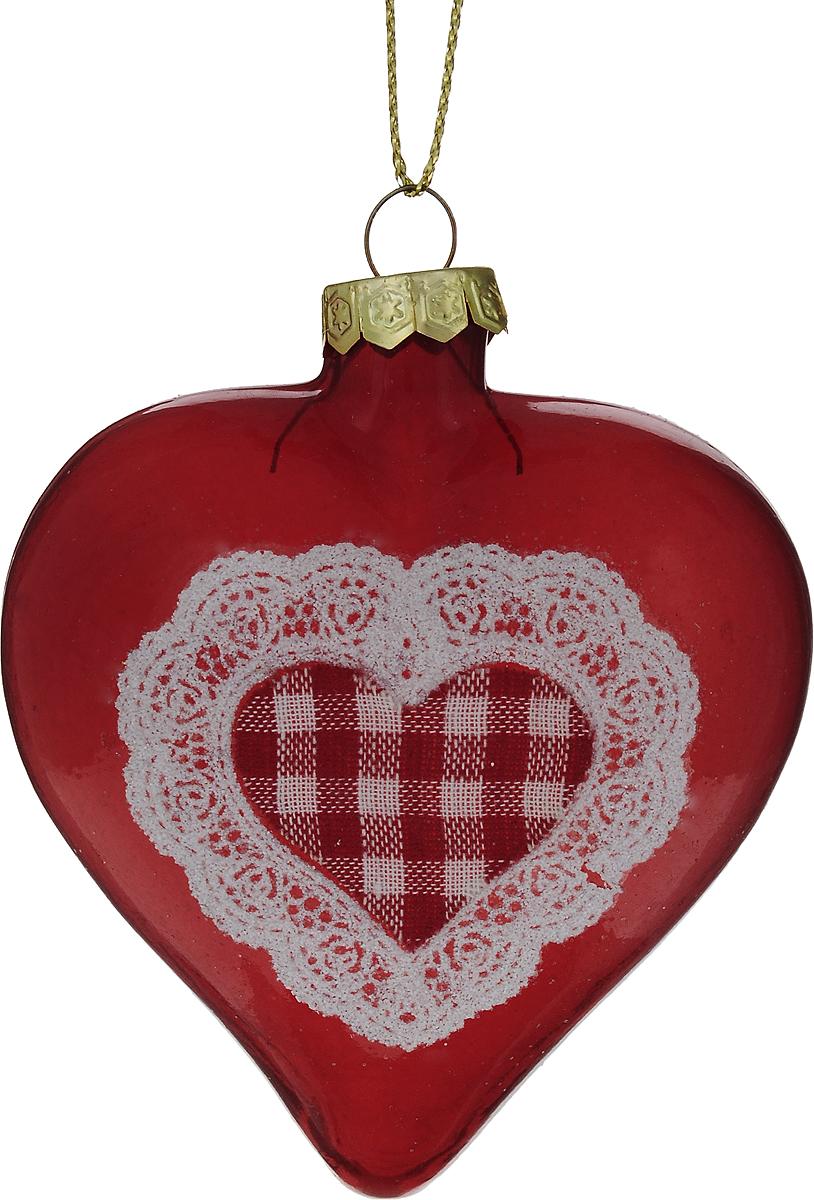 Украшение новогоднее подвесное Winter Wings Сердце, высота 8 см. N07958N07958Новогоднее подвесное украшение Winter Wings Сердце выполнено из стекла в виде сердца. С помощью специальной петельки украшение можно повесить в любом понравившемся вам месте. Но, конечно, удачнее всего оно будет смотреться на праздничной елке. Елочная игрушка - символ Нового года. Она несет в себе волшебство и красоту праздника. Создайте в своем доме атмосферу веселья и радости, украшая новогоднюю елку нарядными игрушками, которые будут из года в год накапливать теплоту воспоминаний.