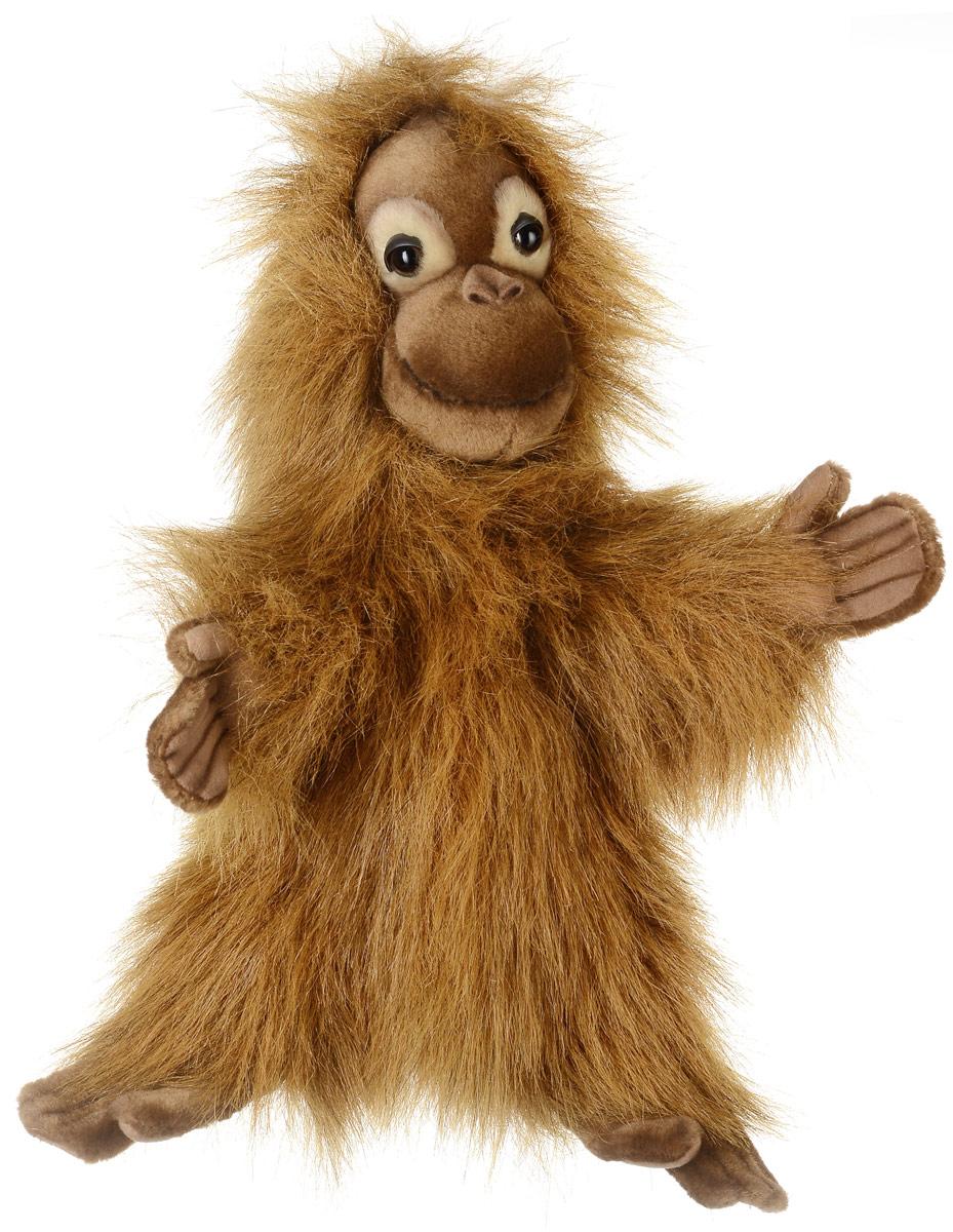 Hansa Toys Мягкая игрушка на руку Орангутан4038Орангутаны обитают только в дождевых лесах островов Борнео и Суматра. Орангутаны - крупные обезьяны. Рост самцов может достигать 1,5 м, масса тела - 50 - 90 кг. Самки значительно меньше: около 1 м ростом при весе в 30 - 50 кг. Практически всю жизнь они проводят на деревьях, по которым передвигаются с помощью очень длинных рук, помогая себе ногами. На но орангутаны строят гнезда для сна, обычно каждый раз новые. Мягкая игрушка Hansa Toys Орангутан обязательно понравится вам и вашему малышу, а также познакомит вас с этим животным.