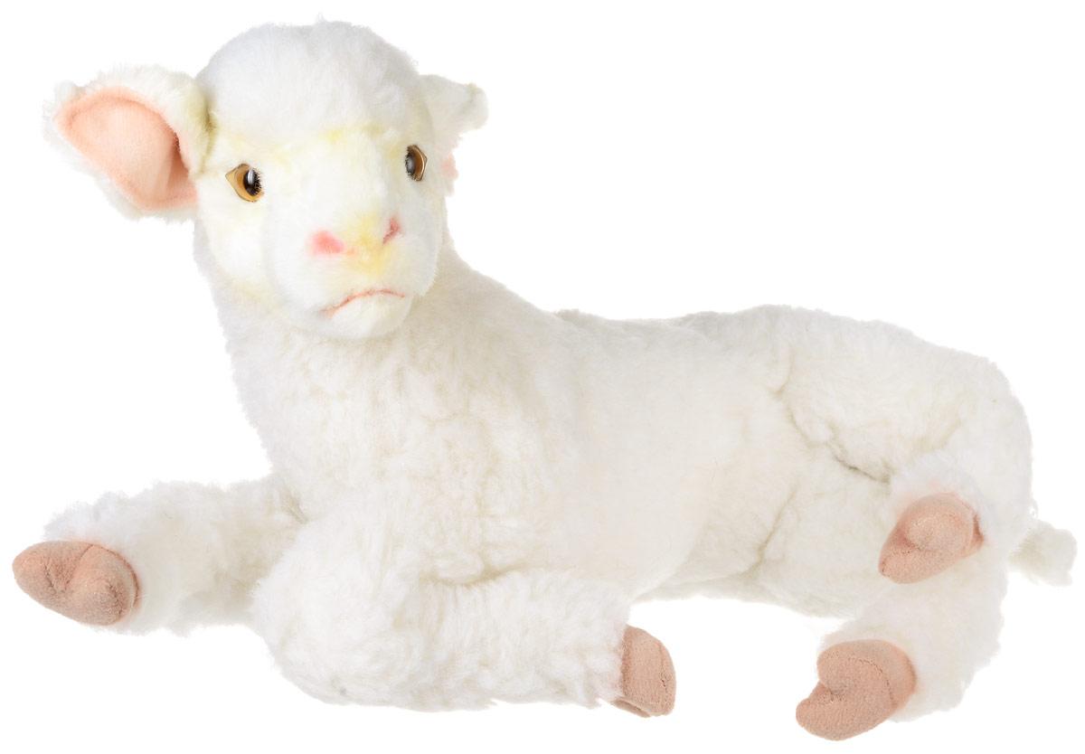 Hansa Toys Мягкая игрушка Ягненок 33 см6563Ягненок (детеныш домашнего барана) - парнокопытное млекопитающее из рода баранов семейства полорогих. Эти очень полезные животные были одомашнены уже в глубокой древности. Из их густой мягкой шерсти изготавливают ткани, шьют одежду и одеяла. Некоторые породы овец разводятся ради мяса. Жители многих стран мира пьют овечье молоко, из которого, кроме того, изготавливают сыр. Домашние овцы живут большими стадами - отарами. Отару возглавляет старый баран, за которым следуют все остальные члены стада. Пасти овец людям нередко помогают специально обученные собаки некоторых пород. На воле живут дикие бараны, они обитают в Австралии, Новой Зеландии и Южной Америке. Мягкая игрушка Hansa Toys Ягненок обязательно понравится вам и вашему малышу и познакомит вас с этим удивительным животным.