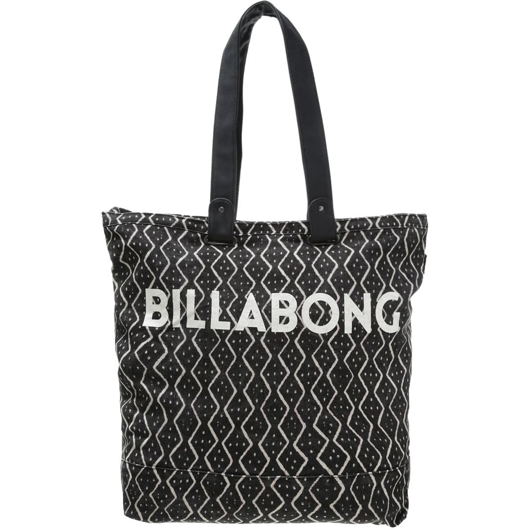 Сумка женская Billabong Essential Plus, цвет: черный, 25 л. Z9BG10Z9BG10Вместительная сумка с простой внутренней организацией. Лаконичный крой, дополненный внутренним карманом на молнии, который позволит быстро находить необходимые мелочи, позволит вместить множество вещей.