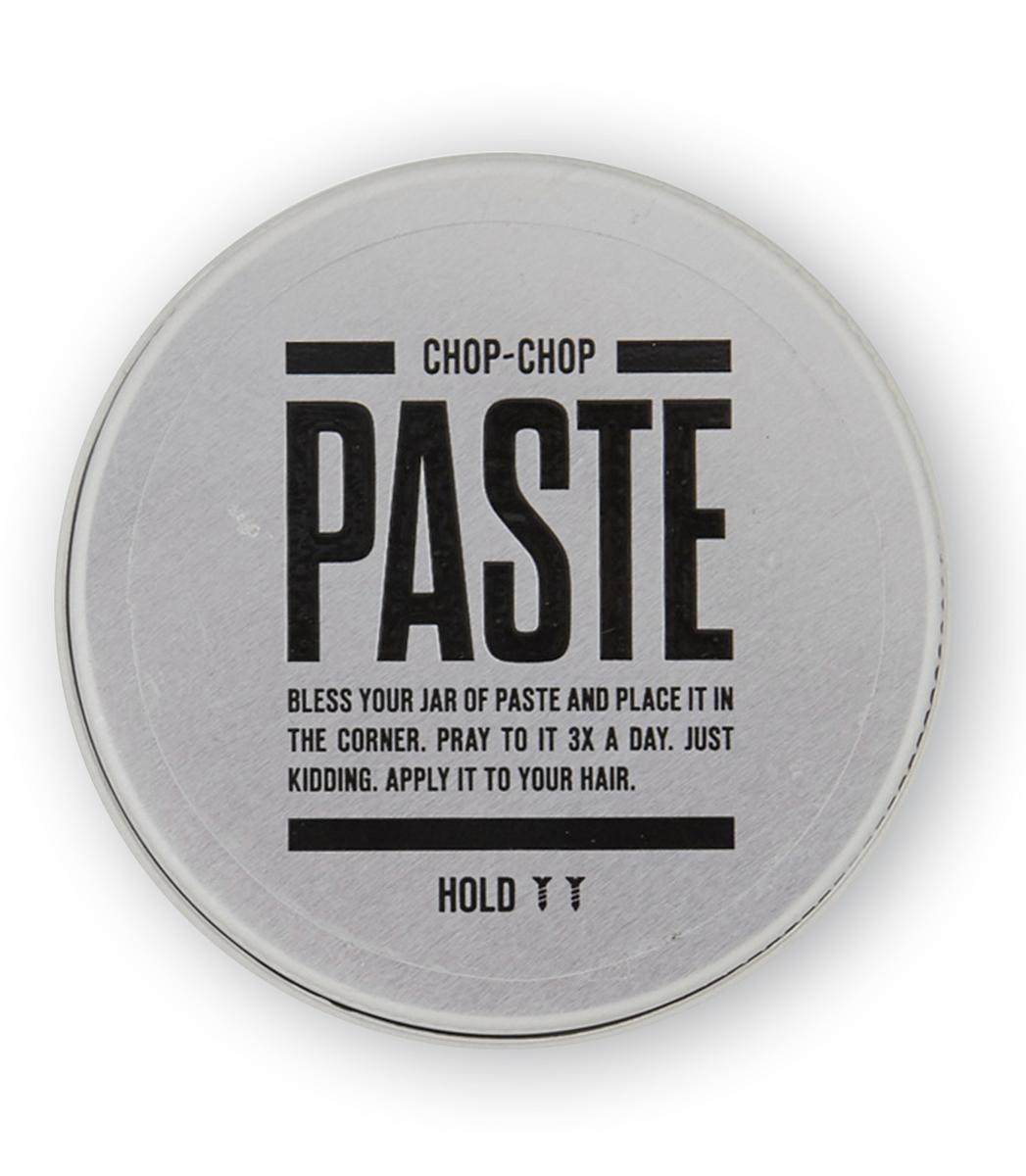 Chop-Chop Паста для волос, 50 млCHPCHP.PSTФирменное матовое средство для укладки волос с тонким ароматом грейпфрута. Мягкая и деликатная, но в то же время уверенная фиксация. Подходит как для коротких, так и для длинных волос. Активные ингредиенты За четкость формы укладки здесь отвечает пчелиный воск. Процентное содержание более 10%. Карнаубский воск из листьев пальмового «дерева жизни» Бразилии обеспечивает стойкость пасты в течение всего дня, средство не размазывается и растекается даже в самую жаркую погоду.