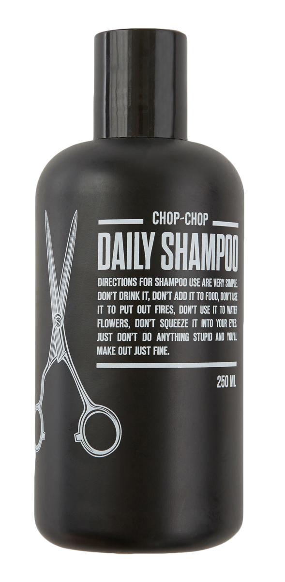 Chop-Chop Шампунь, 250 млCHPCHP.SHMPРазработан при особом участии мастеров сети парикмахерских для мужчин Chop-Chop, руки которых имели тенденцию страдать от постоянного воздействия обычных шампуней и кондиционеров. Здесь такой проблемы нет. Шампунь бережно относится к коже и волосам – питает их энергией, придает объем и облегчает расчесывание. В основе парфюмерной композиции – бергамот и лаванда. Активные ингредиенты шампуня 100% натуральный биолипид сохраняет естественный гидробаланс кожи и волос в течении 24 часов. Процентное содержание около 2%. Идеальный баланс композиции из 8 эфирных масел: бодрящее настроение бергамота, лаванды и лайма в сочетании с древесными нотами эвкалипта и чайного дерева, с добавлением имбиря, мяты и мускатного ореха. Процентное содержание около 1%. Благодаря моющей основе растительного происхождения шампунь мягко очищает кожу головы и волосы. Здесь очищающая композиция- это натуральные ПАВы (гликозиды), которые получают из глюкозы риса, картофеля или пшеницы и кокосового масла....