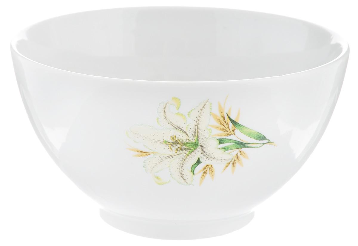 Пиала Фарфор Вербилок Белая лилия, 300 мл28841980Пиала Фарфор Вербилок Белая лилия изготовлена из высококачественного фарфора. Внешняя стенка оформлена красочным изображением. Из такой пиалы очень удобно пить чай, устроившись на мягких подушках, а также в них можно хранить орехи или изюм, наполнять их ароматным вареньем или медом. Благодаря изысканному дизайну такая пиала станет бесспорным украшением вашего стола. Она дополнит коллекцию кухонной посуды и будет служить долгие годы. Диаметр пиалы по верхнему краю: 11 см. Диаметр основания: 5 см. Высота пиалы: 6 см.