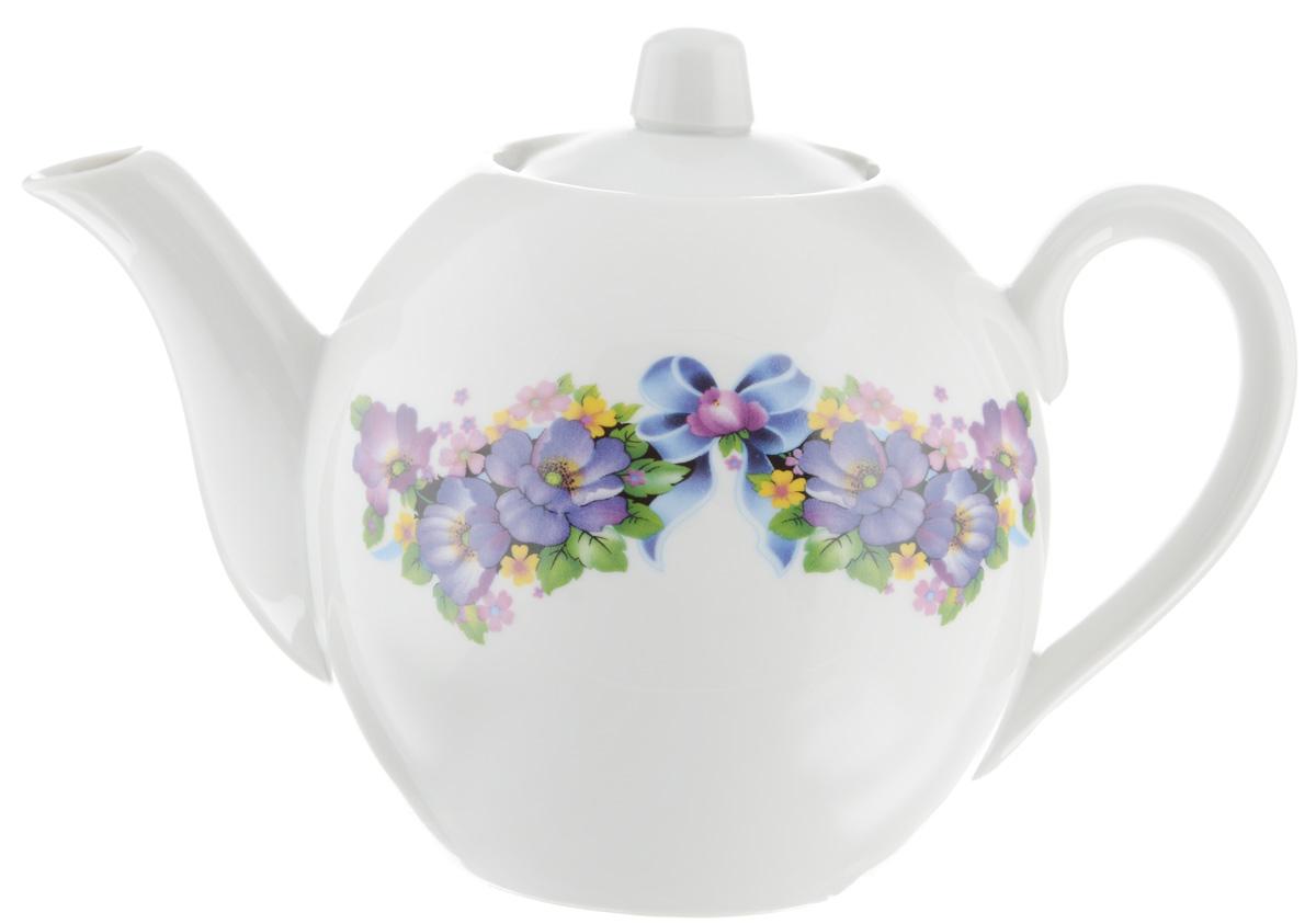 Чайник заварочный Фарфор Вербилок Фиалка, 800 мл1650210Для того чтобы насладиться чайной церемонией, требуется не только знание ритуала и чай высшего сорта. Необходим прекрасный заварочный чайник, который может быть как центральной фигурой фарфорового сервиза, так и самостоятельным, отдельным предметом. От его формы и качества фарфора зависит аромат и вкус приготовленного напитка. Именно такие предметы формируют в доме атмосферу истинного уюта, тепла и гармонии. С заварочным чайником Фарфор Вербилок Фиалка вы сможете ощутить более богатый, ароматный вкус чая или кофе. Изделие выполнено из высококачественного фарфора и украшено цветочным рисунком. Диаметр чайника по верхнему краю: 6 см. Диаметр основания чайника: 7,5 см. Высота чайника (без учета крышки): 11,5 см.