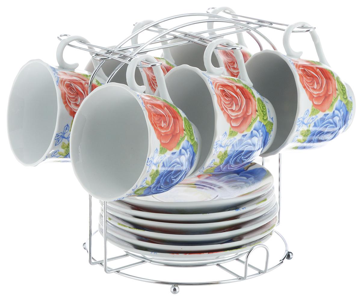 Набор чайный Bella, 13 предметов. DL-F6MS-174DL-F6MS-174Набор Bella состоит из 6 чашек и 6 блюдец, изготовленных из высококачественного фарфора. Чашки оформлены красочным рисунком. Изделия расположены на металлической подставке. Такой набор подходит для подачи чая или кофе. Изящный дизайн придется по вкусу и ценителям классики, и тем, кто предпочитает современный стиль. Он настроит на позитивный лад и подарит хорошее настроение с самого утра. Чайный набор Bella - идеальный и необходимый подарок для вашего дома и для ваших друзей в праздники. Объем чашки: 220 мл. Диаметр чашки (по верхнему краю): 8 см. Высота чашки: 7 см. Диаметр блюдца: 14 см. Высота блюдца: 2,3 см. Размер подставки: 17 х 16,5 х 19 см.