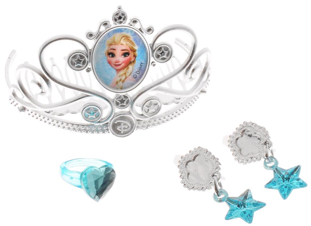 Disney Frozen Игрушечный набор украшений 4 предмета82586Игрушечный набор украшений Disney Frozen - замечательный подарок для каждой девочки к любому празднику, особенно если она является поклонницей популярного мультфильма Холодное сердце! С этим набором девочка сможет почувствовать себя настоящей королевой, поскольку украшения выполнены ледяном стиле. В комплект входят пара серег (клипсы), тиара с портретом Эльзы, а также изящное колечко. С таким набором ребенок сможет затеять увлекательную сюжетно-ролевую игру, воспроизводить любимые сцены из мультфильма или придумывать собственные, уникальные истории.