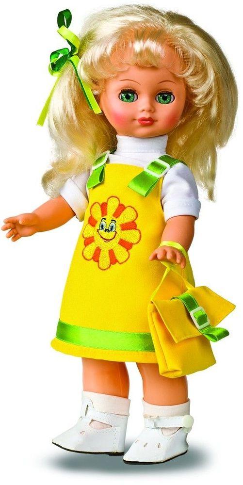 Весна Кукла Христина озвученная В303/оВ303/оУ очаровательной куклы Христины от фабрики Весна лучистые зеленые глаза и пышные светлые волосы. На ней надеты желтый сарафанчик с вышивкой, белая блузка и носочки из трикотажа. У Христины закрываются глазки, и она умеет разговаривать. При нажатии на звуковое устройство, вставленное в спинку, кукла произносит различные фразы. Очаровательная кукла Весна покорит сердце любой девочки! Обаятельный внешний вид и прелестные одежки игрушечных красавиц вызывают только самые добрые и положительные эмоции. Куклы производятся на российских фабриках из нетоксичных, безопасных для детей материалов. Они отличаются высоким качеством, проработанностью деталей и гармоничными пропорциями тела. Голова и ручки кукол изготовлены из эластичного винила, очень приятного на ощупь, а туловище и ножки - из прочной пластмассы. У кукол густые мягкие волосы, которые можно мыть, расчесывать и заплетать как только захочется. Они прочно закреплены и способны выдержать практически любые творческие порывы ребенка....