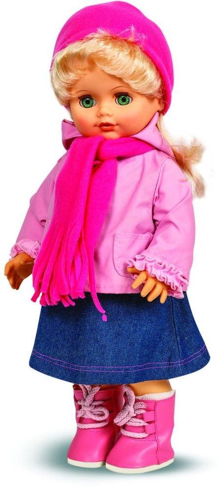 Весна Кукла Инна озвученная В1278/оВ1278/оУ ангелочка Инны изумрудные глаза и прекрасные светлые волосы. На ней чудесный осенний наряд: водолазка, джинсовый сарафаник, куртка с капюшоном, розовые шапочка и шарфик из флиса. Комплект дополняют белые носочки и теплые кроссовки в тон аксессуарам. У Инны закрываются глазки, и она умеет разговаривать. При нажатии на звуковое устройство, вставленное в спинку, кукла произносит следующие фразы: -Мама, мы гуляли и испачкались… -Давай умоемся! -Налей воду. А где наша пена? -Сколько пузырьков! Они лопаются. -Дай мыло. -Сначала вымой мне лицо и ручки. -Спасибо. А теперь ножки… -А где полотенце? -Давай пускать мыльные пузыри -Здорово! -Давай ещё! Очаровательная кукла Весна покорит сердце любой девочки! Обаятельный внешний вид и прелестные одежки игрушечных красавиц вызывают только самые добрые и положительные эмоции. Куклы производятся на российских фабриках из нетоксичных, безопасных для детей материалов. Они отличаются высоким качеством, проработанностью деталей и...