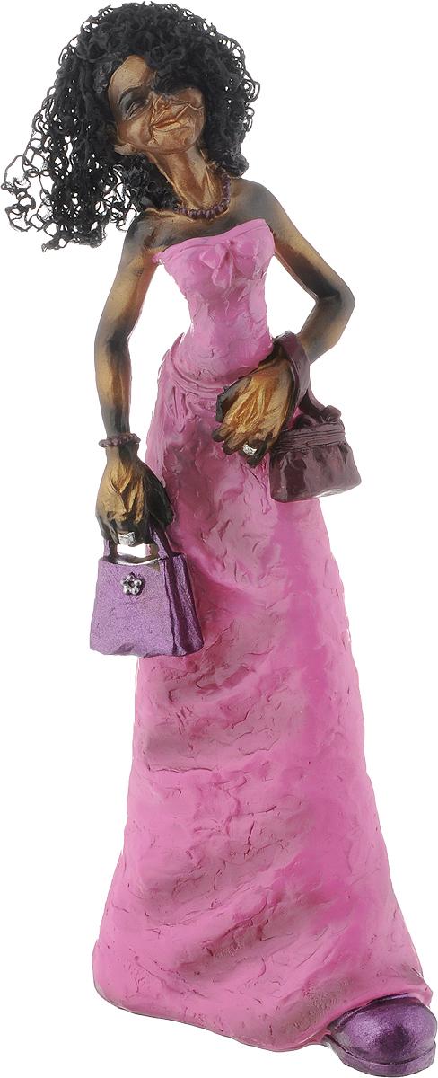 Фигурка декоративная House & Holder Дама с сумочкой, высота 29,5 смDP-A18-D6849Декоративная фигурка House & Holder С сумочкой выполнена из пластика в виде африканки в ярко-розовом платье. Волосы девушки выполнены из текстиля. Вы можете поставить фигурку в любом месте, где она будет удачно смотреться, и радовать глаз. Сувенир отлично подойдет в качестве подарка близким или друзьям. Размер фигурки: 11,5 х 6,5 х 29,5 см.