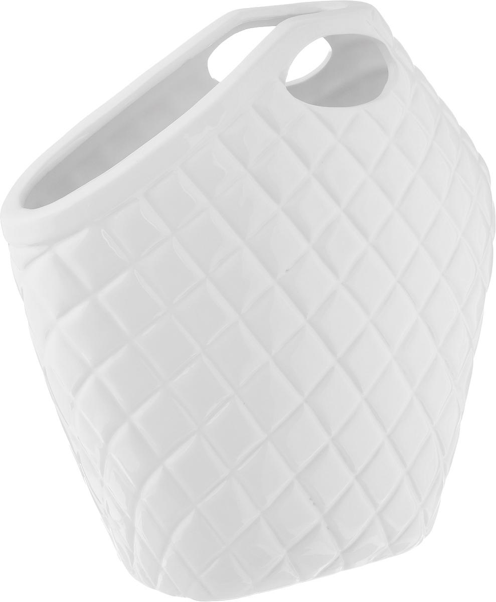 Ваза House & Holder, высота 30 смYDY16356Элегантная ваза House & Holder, изготовленная из фарфора, выполнена в виде сумки с ручками. Такое оформление делает ее изящным украшением интерьера. Ваза House & Holder дополнит интерьер офиса или дома и станет желанным и стильным подарком. Размер вазы: 30 х 10 х 30 см.