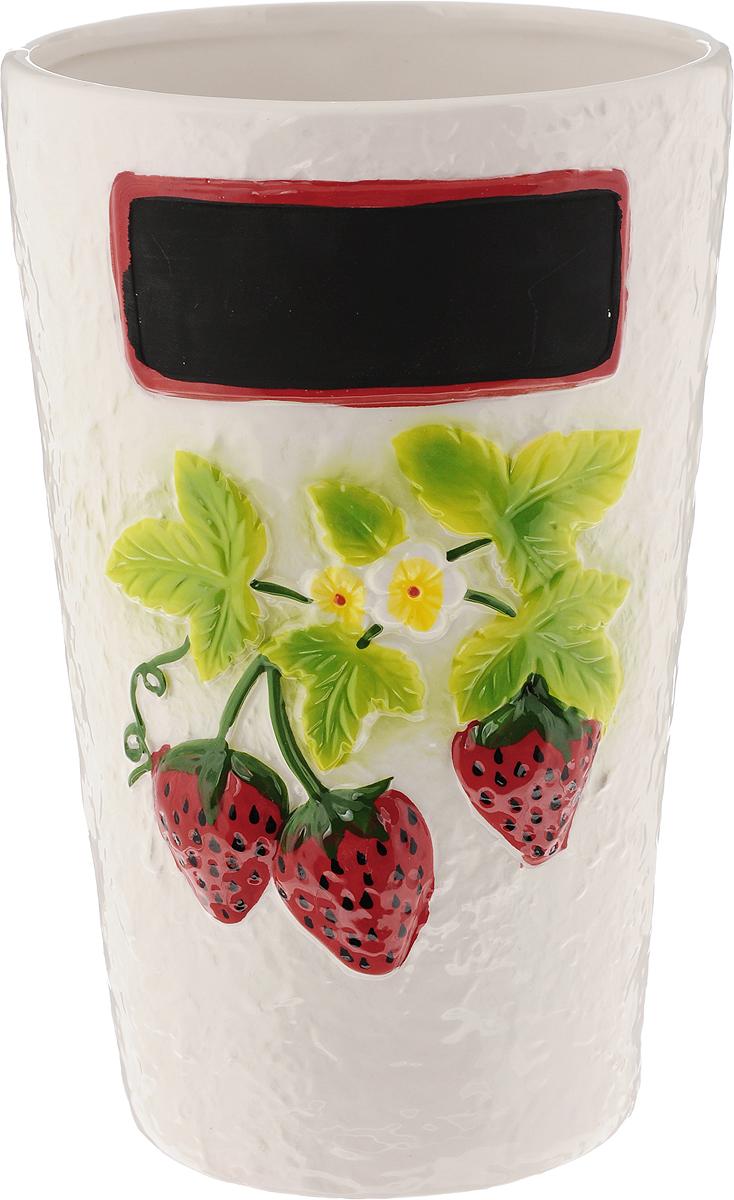 Ваза House & Holder, высота 22,5 смDSF10A002H-1Привлекательная ваза House & Holder, изготовленная из фарфора, украшена ягодами клубники. Такое оформление делает ее изящным украшением интерьера. Ваза House & Holder дополнит интерьер офиса или дома и станет желанным и стильным подарком. Размер вазы: 14 х 14 х 22,5 см.