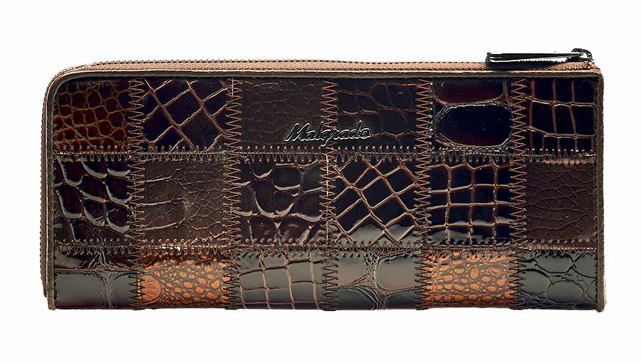 Кошелек Malgrado, цвет: коричневый. 76002A-490A76002A-490A CoffeeКлатч-кошелек Malgrado выполнен из натуральной кожи высшего качества. Лицевая сторона оформлена заплатками из кожи с разной фактурой и рисунком. Клатч-кошелек закрывается на застежку-молнию. Внутри - два отделения для купюр, два кармана для бумаг, карман для мелочи на застежке-молнии и двенадцать кармашков для дисконтных карт, визиток и кредиток. С внешней стороны, на задней стенке предусмотрен карман на молнии. Модель клатча-кошелька очень актуальна благодаря качеству исполнения, оригинальному дизайну и удобному размеру. Клатч-кошелек упакован в фирменную картонную коробку. Характеристики: Материал: натуральная кожа, текстиль, металл. Цвет: коричневый. Размер клатча-кошелька: 19,5 см х 9 см х 2 см. Размер упаковки: 23 см х 13 см х 4,5 см. Артикул: 76002A-490A Coffee.