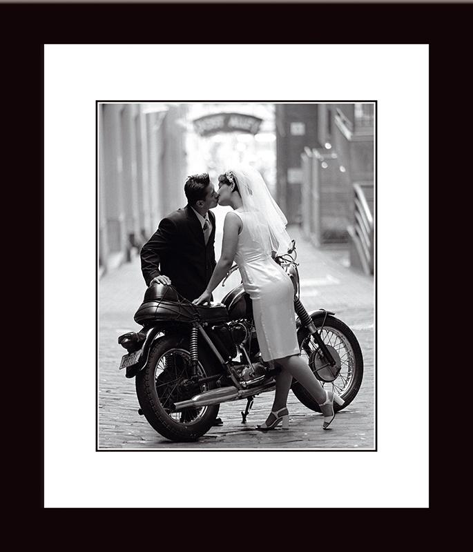 Картина Postermarket Молодожены и мотоцикл, 33 х 40 см. NI 17NI 17
