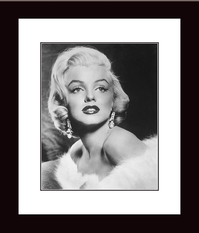 Картина Postermarket Мэрилин Монро, 33 х 40 см. NI 22NI 22Картина Postermarket Мерилин Монро прекрасно подойдет для декора интерьера различных помещений. Постер, выполненный в технике фотопечать, обрамлен паспарту и оформлен багетом черного цвета. Картина для интерьера (постер) - это современное и актуальное направление в дизайне помещений. Ее можно использовать для оформления любых помещений (дом, квартира, офис, бар, кафе, ресторан или гостиница). работоспособность. Правильное оформление интерьера создает благоприятный психологический климат, улучшает настроение и мотивирует. Размер картины: 330 x 400 мм.