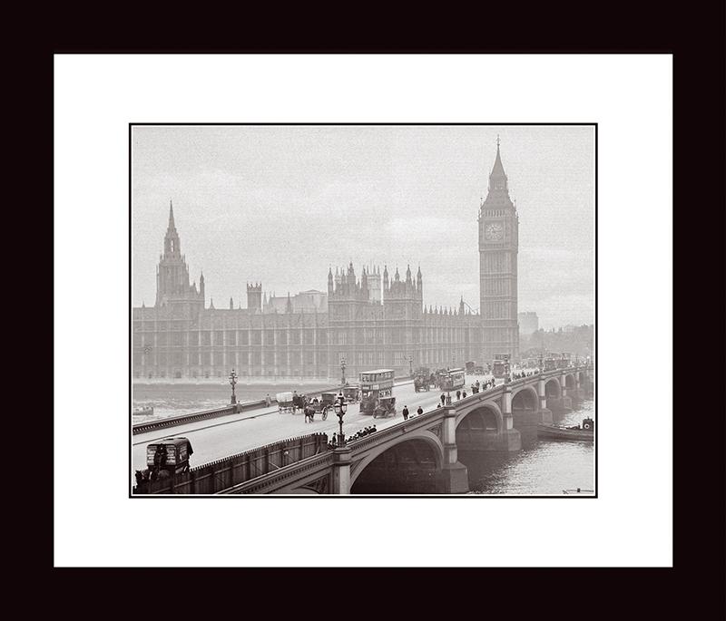 Картина Postermarket Весминстерский мост и дворец, 33 х 40 см. NI 26NI 26Картина Postermarket Весминстерский мост и дворец прекрасно подойдет для декора интерьера различных помещений. Постер, выполненный в технике фотопечать, обрамлен паспарту и оформлен багетом черного цвета. Картина для интерьера (постер) - это современное и актуальное направление в дизайне помещений. Ее можно использовать для оформления любых помещений (дом, квартира, офис, бар, кафе, ресторан или гостиница). работоспособность. Правильное оформление интерьера создает благоприятный психологический климат, улучшает настроение и мотивирует. Размер картины: 330 x 400 мм.