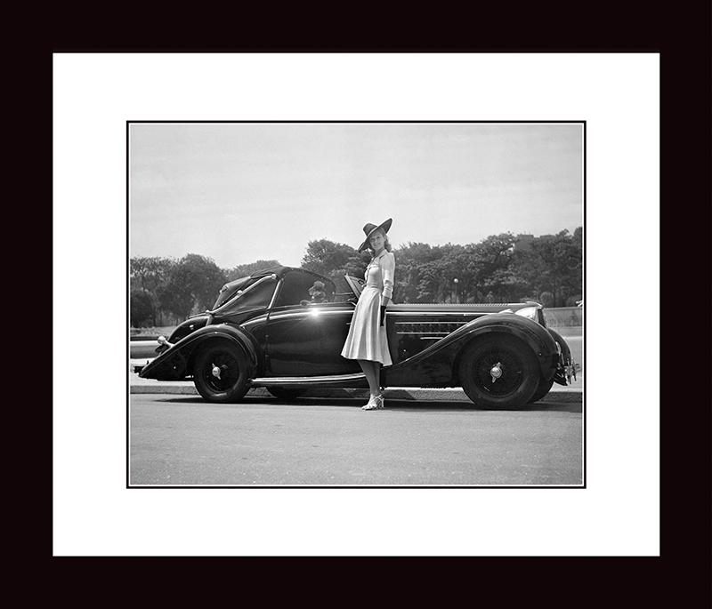 Картина Postermarket Девушка и автомобиль, 33 х 40 см. NI 29NI 29