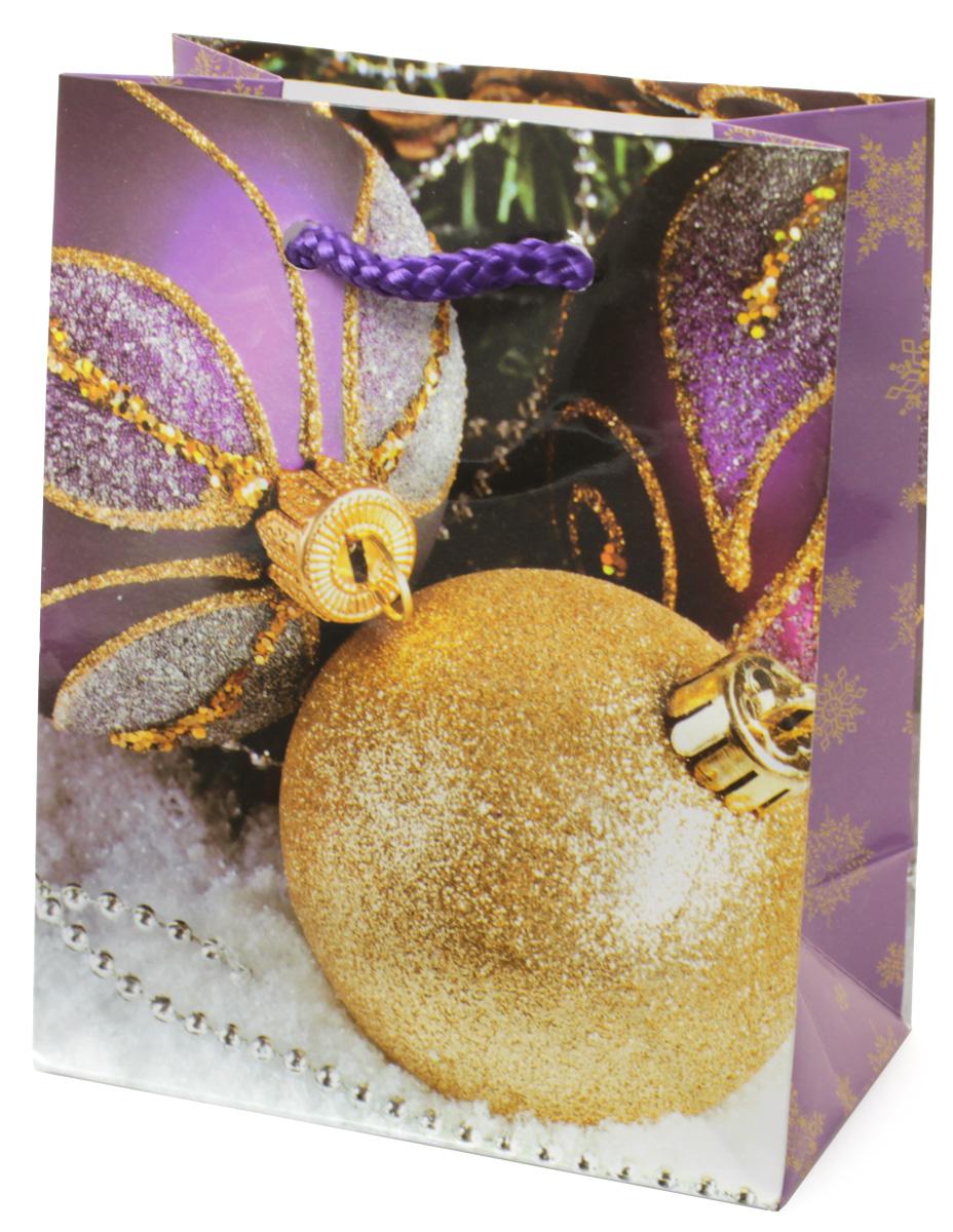 Пакет подарочный МегаМАГ Новый год, 11 х 13,7 х 6 см. 1043 S1043 SПодарочный пакет МегаМАГ, изготовленный из плотной ламинированной бумаги, станет незаменимым дополнением к выбранному подарку. Для удобной переноски на пакете имеются две ручки-шнурки. Подарок, преподнесенный в оригинальной упаковке, всегда будет самым эффектным и запоминающимся. Окружите близких людей вниманием и заботой, вручив презент в нарядном, праздничном оформлении.