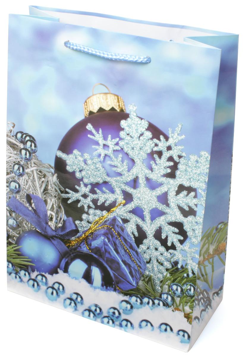 Пакет подарочный МегаМАГ Новый год, 22 х 31 х 10 см. 7045 ML7045 MLПодарочный пакет МегаМАГ, изготовленный из плотной ламинированной бумаги, станет незаменимым дополнением к выбранному подарку. Для удобной переноски на пакете имеются две ручки-шнурки. Подарок, преподнесенный в оригинальной упаковке, всегда будет самым эффектным и запоминающимся. Окружите близких людей вниманием и заботой, вручив презент в нарядном, праздничном оформлении.