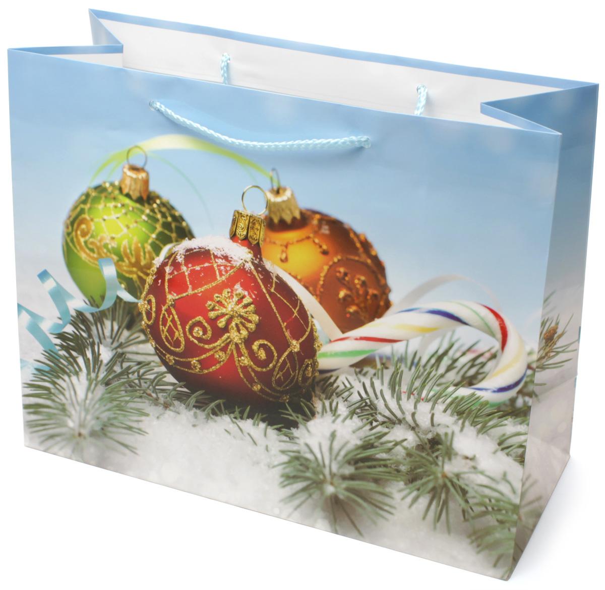 Пакет подарочный МегаМАГ Новый год, 32,7 х 26,4 х 13,6 см. 852 LH852 LHПодарочный пакет МегаМАГ, изготовленный из плотной ламинированной бумаги, станет незаменимым дополнением к выбранному подарку. Для удобной переноски на пакете имеются две ручки-шнурки. Подарок, преподнесенный в оригинальной упаковке, всегда будет самым эффектным и запоминающимся. Окружите близких людей вниманием и заботой, вручив презент в нарядном, праздничном оформлении.
