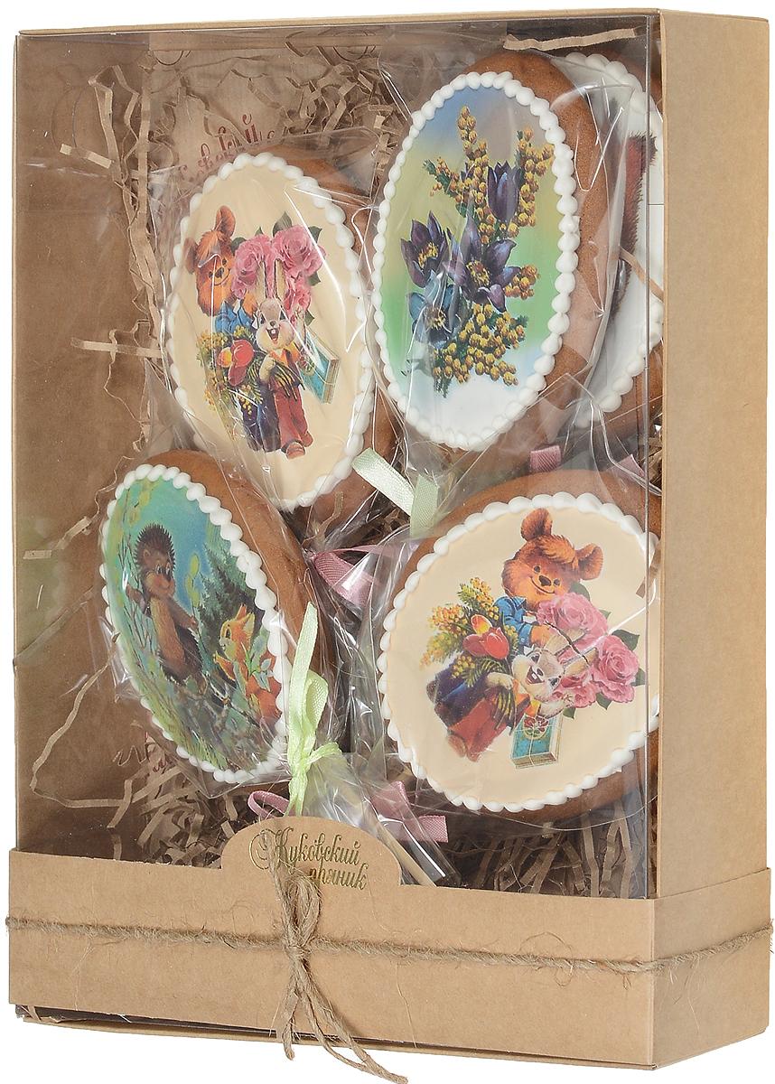 Жуковский пряник Подарочный набор Поздравление из детства, 5 шт00-00000329Подарочный набор Поздравление из детства включает в себя медово-имбирные пряники с росписью из айсинга. Чудесный, красочный набор из пяти медово-имбирных пряников, с росписью ручной работы, рисунками потрясающих ретро-открыток прямиком из детства! Волшебный декор из айсинга, фотопечать на сахарной бумаге, красивая упаковка, стильная коробочка — такой набор непременно станет чудесным подарком для близких и любимых женщин к празднику!