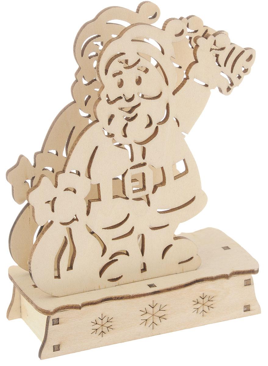 Заготовка деревянная House & Holder Дед Мороз, с подсветкой, 11 х 14,5 смDP-C38-14049Заготовка House & Holder Дед Мороз изготовлена из дерева. Изделие станет хорошим объектом для вашего творчества и занятий декупажем. После того как вы украсите все части изделия, у вас получится оригинальный аксессуар с подсветкой, батарейки в комплект не входят. Заготовка, раскрашенная красками, будет прекрасным украшением интерьера или отличным подарком. Размер: 11 х 4,5 х 14,5 см.