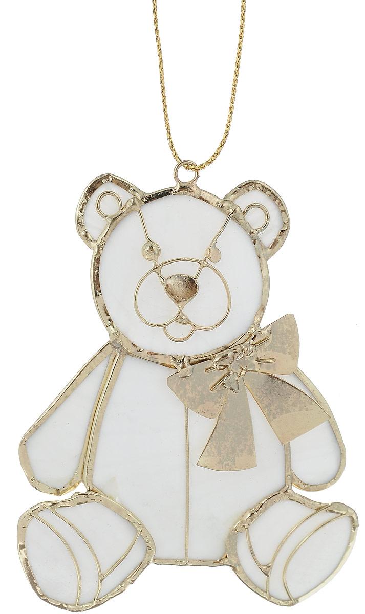 Украшение новогоднее подвесное Winter Wings Мишка, 6,5 х 8 смN181523Украшение Winter Wings Мишка прекрасно подойдет для праздничного декора новогодней ели. Изделие выполнено из перламутра и металла. Для удобного размещения на елке предусмотрена текстильная петелька. Елочная игрушка - символ Нового года. Она несет в себе волшебство и красоту праздника. Создайте в своем доме атмосферу веселья и радости, украшая новогоднюю елку нарядными игрушками, которые будут из года в год накапливать теплоту воспоминаний.