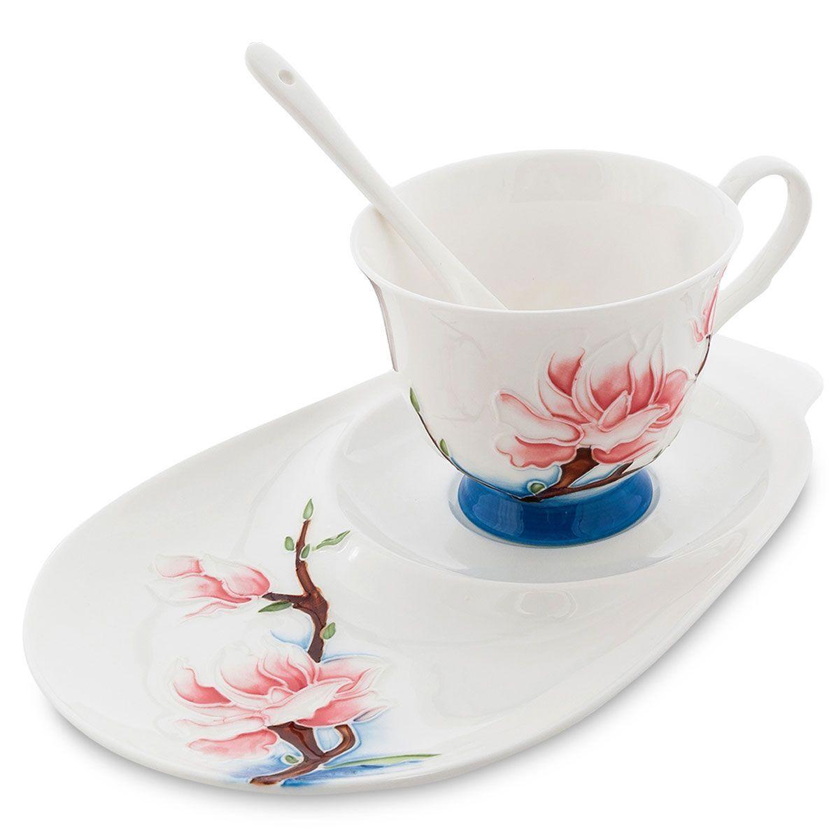 Набор чайный Pavone Цветущая сакура, 3 предмета451577Чайный набор Pavone Иволга и орхидея изготовлен из высококачественного фарфора. Набор состоит из чашки, блюдца и чайной ложки. Изделия имеют необычный дизайн, который придется по вкусу ценителям классики и тем кто предпочитает современный стиль. Изящный набор эффектно украсит стол к чаепитию и порадует вас функциональностью и ярким дизайном. Объем кружки: 250 мл. Длина блюдца: 23 см.