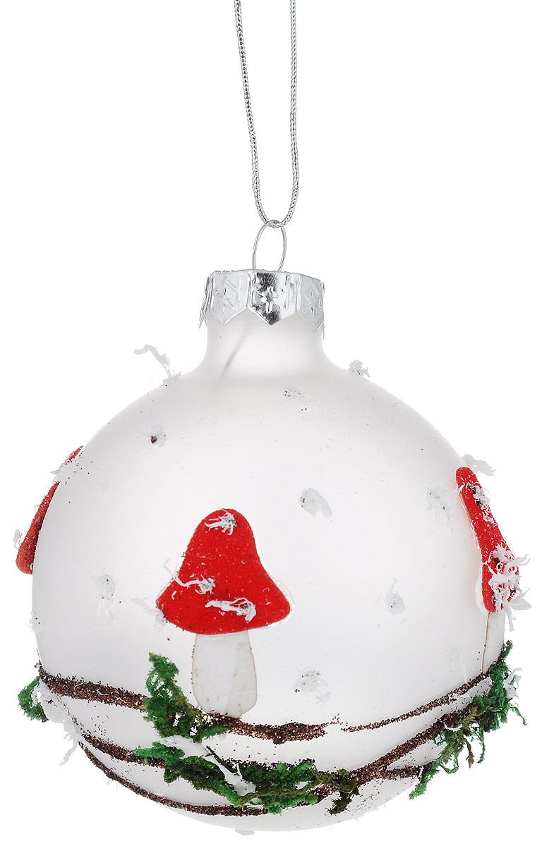 Украшение новогоднее подвесное Winter Wings Шар. Мухомор, диаметр 7 смN07851Новогоднее подвесное украшение Winter Wings Шар. Мухомор прекрасно подойдет для праздничного декора новогодней ели. Изделие выполнено из высококачественного стекла. Для удобного размещения на елке на украшении предусмотрена петелька. Елочная игрушка - символ Нового года. Она несет в себе волшебство и красоту праздника. Создайте в своем доме атмосферу веселья и радости, украшая новогоднюю елку нарядными игрушками, которые будут из года в год накапливать теплоту воспоминаний. Откройте для себя удивительный мир сказок и грез. Почувствуйте волшебные минуты ожидания праздника, создайте новогоднее настроение вашим дорогим и близким.