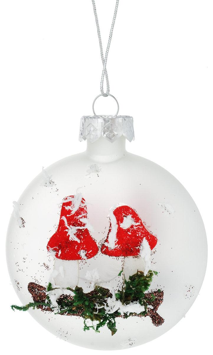 Украшение новогоднее подвесное Winter Wings Мухомор, 7 х 3 х 7 смN07852Новогоднее украшение Winter Wings Мухомор прекрасно подойдет для декора дома и праздничной елки. Изделие выполнено из матового стекла. С помощью специальной петельки украшение можно повесить в любом понравившемся вам месте. Легко складывается и раскладывается. Новогодние украшения несут в себе волшебство и красоту праздника. Они помогут вам украсить дом к предстоящим праздникам и оживить интерьер по вашему вкусу. Создайте в доме атмосферу тепла, веселья и радости, украшая его всей семьей.