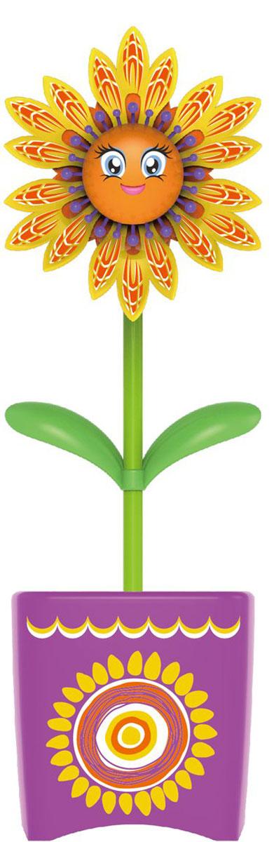 Magic Blooms Интерактивная игрушка Волшебный цветок с кольцом и волшебным жучком88444Интерактивная игрушка Волшебный цветок с кольцом и волшебным жучком Magic Blooms станет отличным подарком для каждой девочки! Интерактивный цветок может петь и танцевать, двигаться в такт мелодии. Цветочек реагирует на прикосновения и голос. Имеет функцию повтора слов. Цветочек может быть дополнен забавными жучками, что расширяет функционал. Необходимо дотронуться до антенны жучка (в виде усиков), чтобы услышать жужжание и увидеть, как жучок машет крыльями. Пение жучка сопровождается световыми эффектами. Соединив несколько цветов, можно устроить цветочный хор. Цветочки могут раскачиваться, а также двигать лепестками и открывать рот. В набор входят цветочек, лейка, жучок, кольцо. Для работы цветочка рекомендуется докупить 3 батарейки типа AAA (комплектуется демонстрационными). Для работы жучка рекомендуется докупить 2 батарейки типа LR44 (комплектуется демонстрационными).