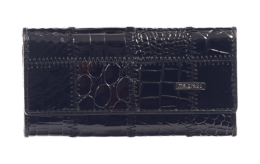 Ключница Malgrado, цвет: черный. 47006A-239A47006A-239AСтильная ключница Malgrado изготовлена из натуральной лаковой кожи с декоративным фактурным тиснением и оформлена металлической пластиной с символикой бренда. Изделие закрывается широким клапаном на две кнопки. Внутри ключницы расположены шесть крючков для ключей, кармашек на застежке-молнии и металлическое кольцо для возможности крепления к поясу или сумке. Ключница упакована в коробку из плотного картона с логотипом фирмы. Компактная ключница станет отличным подарком для человека, ценящего качественные и необычные вещи.
