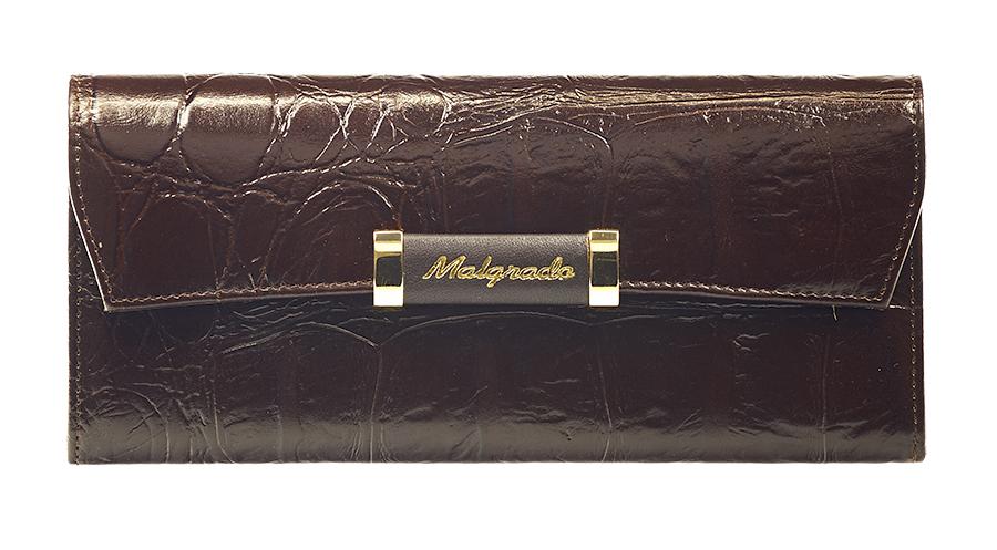 Кошелек женский Malgrado, цвет: коричневый. 75504-2910475504-29104# BrownЖенский кошелек Malgrado выполнен из натуральной кожи высшего качества с декоративным тиснением под рептилию. Внутри кошелек содержит четыре отделений для купюр, отделение для мелочи на молнии, один карман для бумаг и чеков, девять кармашков для кредитных карт или визиток. Закрывается кошелек широким клапаном на кнопку. На задней стенке с лицевой стороны расположен дополнительный карман. Кошелек упакован в фирменную металлическую коробку. Характеристики: Материал: натуральная кожа, текстиль, металл. Цвет: коричневый. Размер кошелька: 19,5 см х 9 см х 3 см. Размер упаковки: 23 см х 13 см х 4,5 см. Артикул: 75504-29104.
