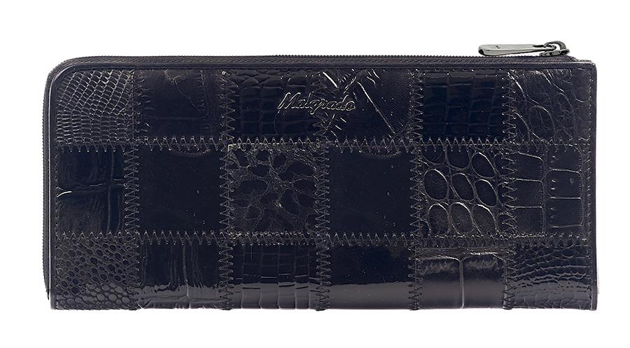 Кошелек Malgrado, цвет: черный. 76002A-239A76002A-239A BlackСтильный и модный клатч Malgrado изготовлен из натуральной кожи черного цвета с комбинированным тиснением и застегивается на молнию. Клатч имеет два отделения для купюр, карман на молнии и два горизонтальных кармана для бумаг. Внутри также расположены двенадцать отделений для дисконтных карт, визиток и кредиток. Снаружи, на оборотной стороне расположен карман на молнии. Такая модель клатча очень актуальна в этом сезоне. Клатч упакован в коробку из плотного картона с логотипом фирмы. Характеристики: Материал: натуральная кожа, текстиль, металл. Размер клатча: 19,5 см х 10 см х 2 см. Цвет: черный. Размер упаковки: 23 см х 13 см х 4,5 см. Артикул: 76002A-239A Black.