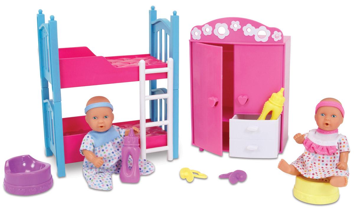 Simba Игровой набор с пупсами Два мини-пупса в детской спальне5036610Игровой набор Simba Два мини-пупса в детской спальне непременно порадует любую девочку. Набор содержит двух функциональных мини-пупсов, которые могут пить и ходить в туалет, двухъярусную кровать с лестницей, вместительный двухстворчатый шкаф, пустышки и бутылочки. Пупсики одеты в спальные костюмчики, по которым легко можно различить мальчика и девочку. Двухъярусную кровать при желании легко можно превратить в две отдельные кроватки. Створки шкафа и ящик открываются. Игры с куклами способствуют эмоциональному развитию, помогают формировать воображение и художественный вкус, а также разовьют в вашей малышке чувство ответственности и заботы. Великолепное качество исполнения делают этих кукол чудесным подарком к любому празднику.