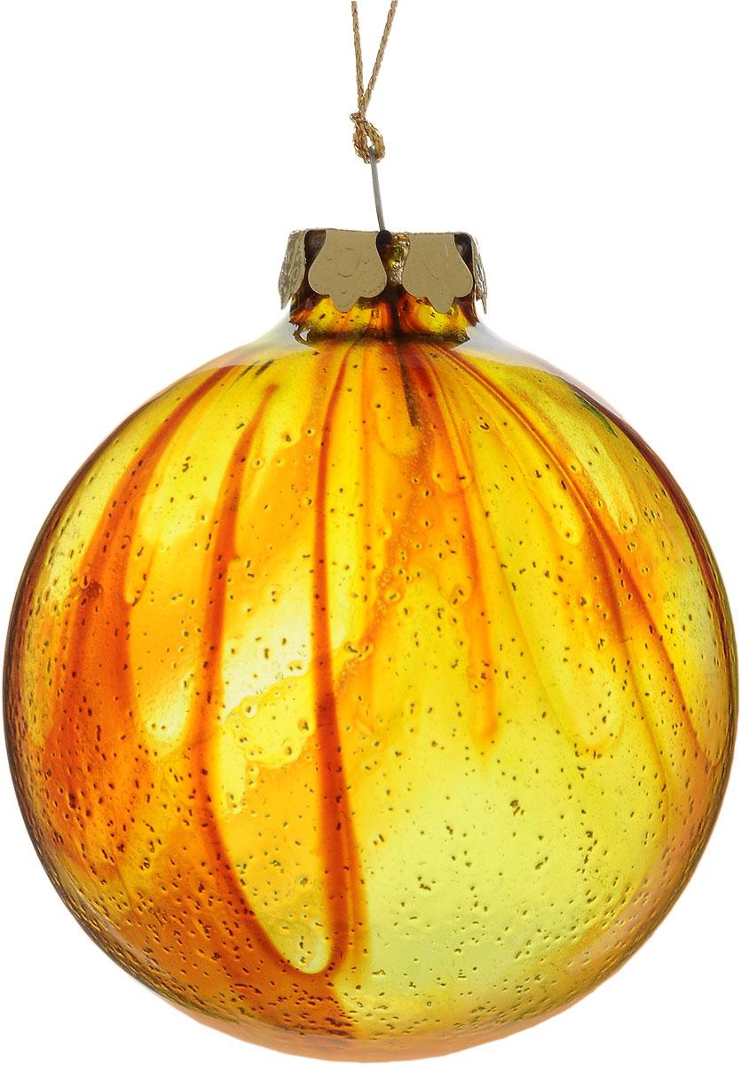Украшение новогоднее подвесное Winter Wings Шар, диаметр 8 см. N079099N079099Новогоднее подвесное украшение Winter Wings Шар выполнено из стекла в виде шара. Изделие оформлено блестками. С помощью специальной петельки украшение можно повесить в любом понравившемся вам месте. Но, конечно, удачнее всего оно будет смотреться на праздничной елке. Елочная игрушка - символ Нового года. Она несет в себе волшебство и красоту праздника. Создайте в своем доме атмосферу веселья и радости, украшая новогоднюю елку нарядными игрушками, которые будут из года в год накапливать теплоту воспоминаний. Диаметр: 8 см.