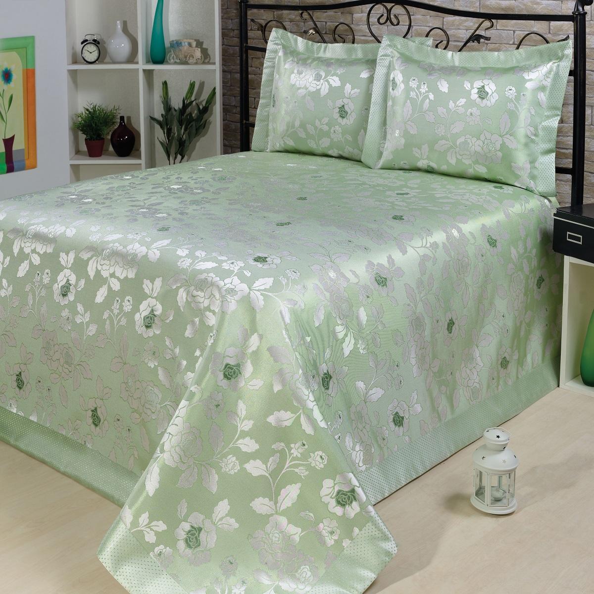 Комплект для спальни Nazsu Gul: покрывало 240 х 260 см, 2 наволочки 50 х 70 см, цвет: светло-зеленый, белый811/3/CHAR011Изысканный комплект для спальни Nazsu Gul состоит из покрывала и двух наволочек. Изделия выполнены из высококачественного полиэстера (50%) и хлопка (50%), легкие, прочные и износостойкие. Ткань блестящая, что придает ей больше роскоши. Комплект Nazsu - это отличный способ придать спальне уют и комфорт, а также позволит по-королевски украсить интерьер. Размер покрывала: 240 х 260 см. Размер наволочки: 50 х 70 см.