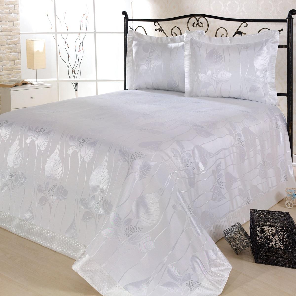 Комплект для спальни Nazsu Yaprak: покрывало 240 х 260 см, 2 наволочки 50 х 70 см, цвет: белый811/4/CHAR002Изысканный комплект для спальни Nazsu Yaprak состоит из покрывала и двух наволочек. Изделия выполнены из высококачественного полиэстера (50%) и хлопка (50%), легкие, прочные и износостойкие. Ткань блестящая, что придает ей больше роскоши. Комплект Nazsu - это отличный способ придать спальне уют и комфорт, а также позволит по-королевски украсить интерьер. Размер покрывала: 240 х 260 см. Размер наволочки: 50 х 70 см.