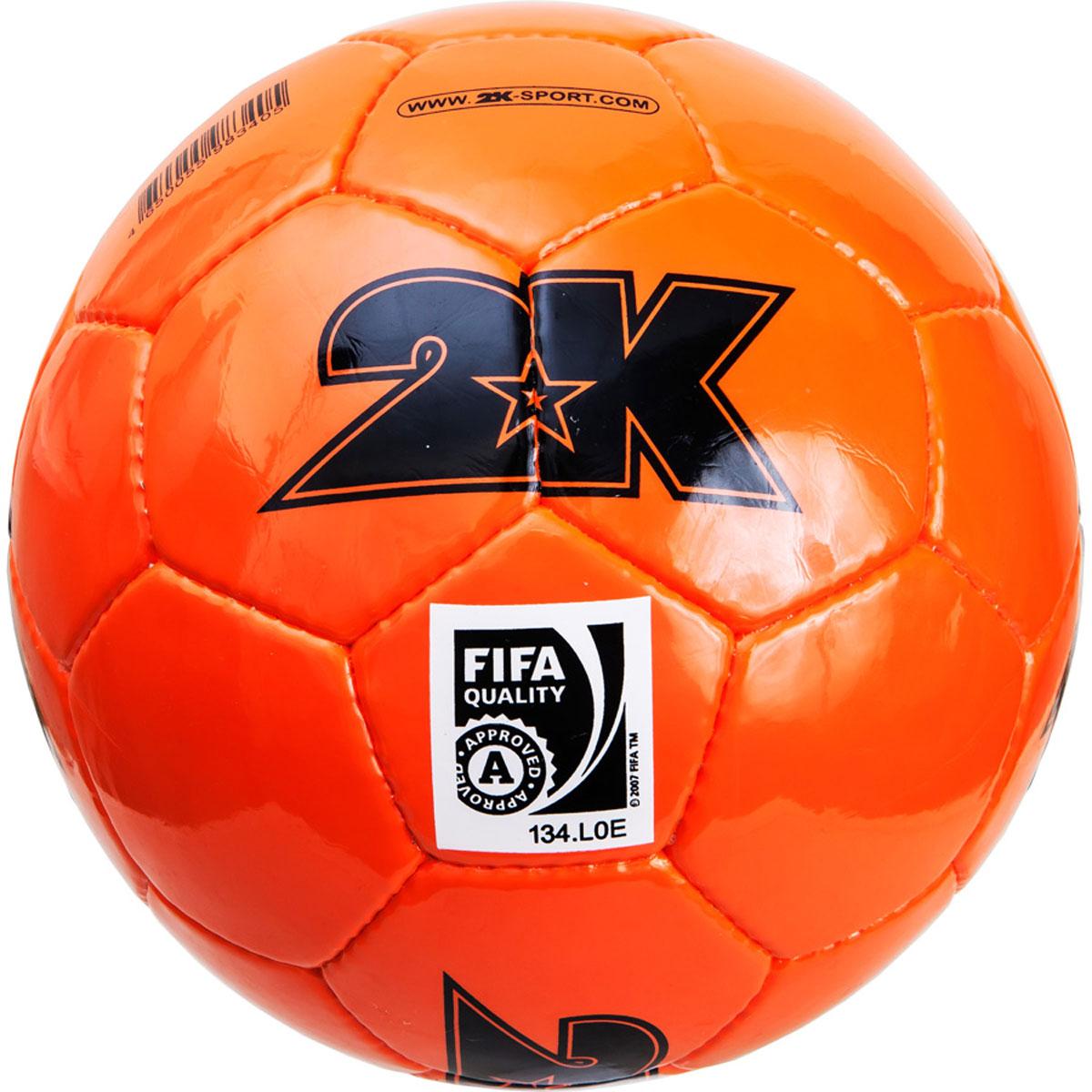 Мяч футбольный 2K Sport Elite, цвет: оранжевый, черный. Размер 5127053Профессиональный футбольный мяч 2K Sport Elite одобрен FIFA для проведения соревнований высшей категории. Мяч состоит из 32 панелей ручной сшивки. Швы проклеены для герметизации. Мяч выполнен из переливающегося ламинированного полиуретана. Имеется три подкладочных слоя из эксклюзивной ткани – смеси хлопка с полиэстером. Идеально сбалансированная бесшовная камера изготовлена из натурального латекса. Сертификат FIFA Approved.