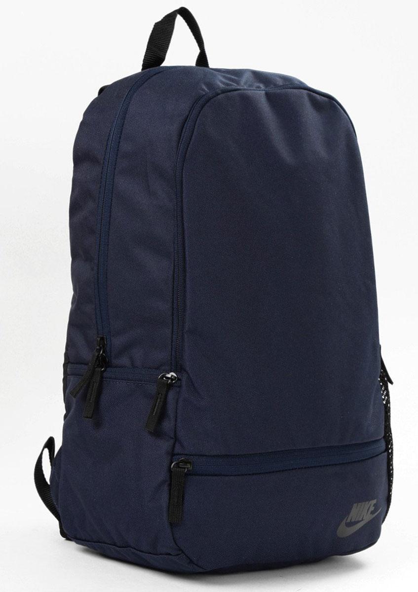 Рюкзак городской Nike Classic North - Solid, цвет: темно-синий, 20 лBA5274-451Рюкзак Nike Classic North Solid из плотного износостойкого полиэстера. Вместительное основное отделение и многочисленные карманы. Мягкие регулируемые лямки и спинка, боковой карман на молнии.