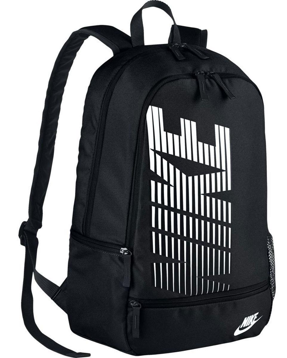 Рюкзак городской Nike Classic North, цвет: черный, 20 лBA4863-010Рюкзак Nike Classic North из плотного полиэстера с контрастным логотипом бренда спереди. Два отделения на молнии, внутри один накладной карман и два кармана для ручек, снаружи два кармана на молнии и один накладной карман. Высота-44 см, ширина дна-15.5 см, ширина-30 см.