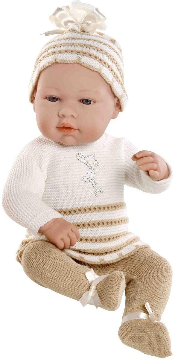 Arias Пупс Elegance цвет одежды белый бежевый Т59287Т59287Пупс Arias Elegance одет в комплект с отделкой кружевом. Винил, использованный при производстве пупса, плотный и приятный на ощупь; он обработан так, что каждая складочка и морщинка выглядит очень естественно. Наряд создан из тех же материалов, что и одежда для новорожденных детей. У куклы ручки и ножки подвижны, глазки не закрываются, её можно купать. Не так давно дизайнерам Arias удалось придать коллекции Elegance еще больше элегантности и шика, украсив наряды кукол знаменитыми стразами Swarowski! Стразы прочно и аккуратно нанесены на наряды кукол с помощью технологии Hotfix. В коллекции используются белые и цветные стразы, из которых выполнены различные тематические рисунки и аппликации. Куклы лимитированной коллекции со стразами Swarowski упакованы в подарочные коробки. На ручке у куклы есть ярлык со знаком качества и логотипом Swarowski, подтверждающим официальную лицензионную продукцию.