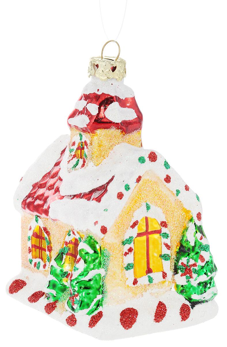 Украшение новогоднее подвесное Winter Wings Дом карамельный, высота 9 смN07820Новогоднее подвесное украшение Winter Wings Дом карамельный выполнено из стекла и украшено блестками. С помощью специальной петельки украшение можно повесить в любом понравившемся вам месте. Но, конечно, удачнее всего оно будет смотреться на праздничной елке. Елочная игрушка - символ Нового года. Она несет в себе волшебство и красоту праздника. Создайте в своем доме атмосферу веселья и радости, украшая новогоднюю елку нарядными игрушками, которые будут из года в год накапливать теплоту воспоминаний. Откройте для себя удивительный мир сказок и грез. Почувствуйте волшебные минуты ожидания праздника, создайте новогоднее настроение вашим дорогим и близким. Размер украшения: 5,5 х 7 х 9 см.
