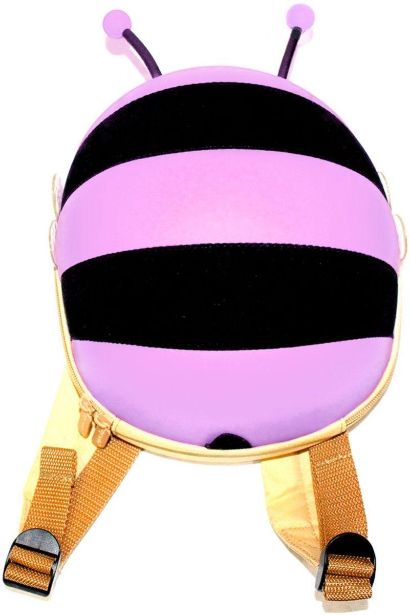 Ранец детский Bradex Пчелка цвет сиреневыйDE 0185Симпатичный твердый ранец из аналога водоотталкивающей эко-кожи в виде пчелки с торчащими усиками и прозрачными крылышками. Модели выполнены в 3-х ярких цветах. Имеется сетка с резинкой в основном отделении, внутри распложены карманы для мелочей. Широкие мягкие лямки. Комфортная двусторонняя молния.