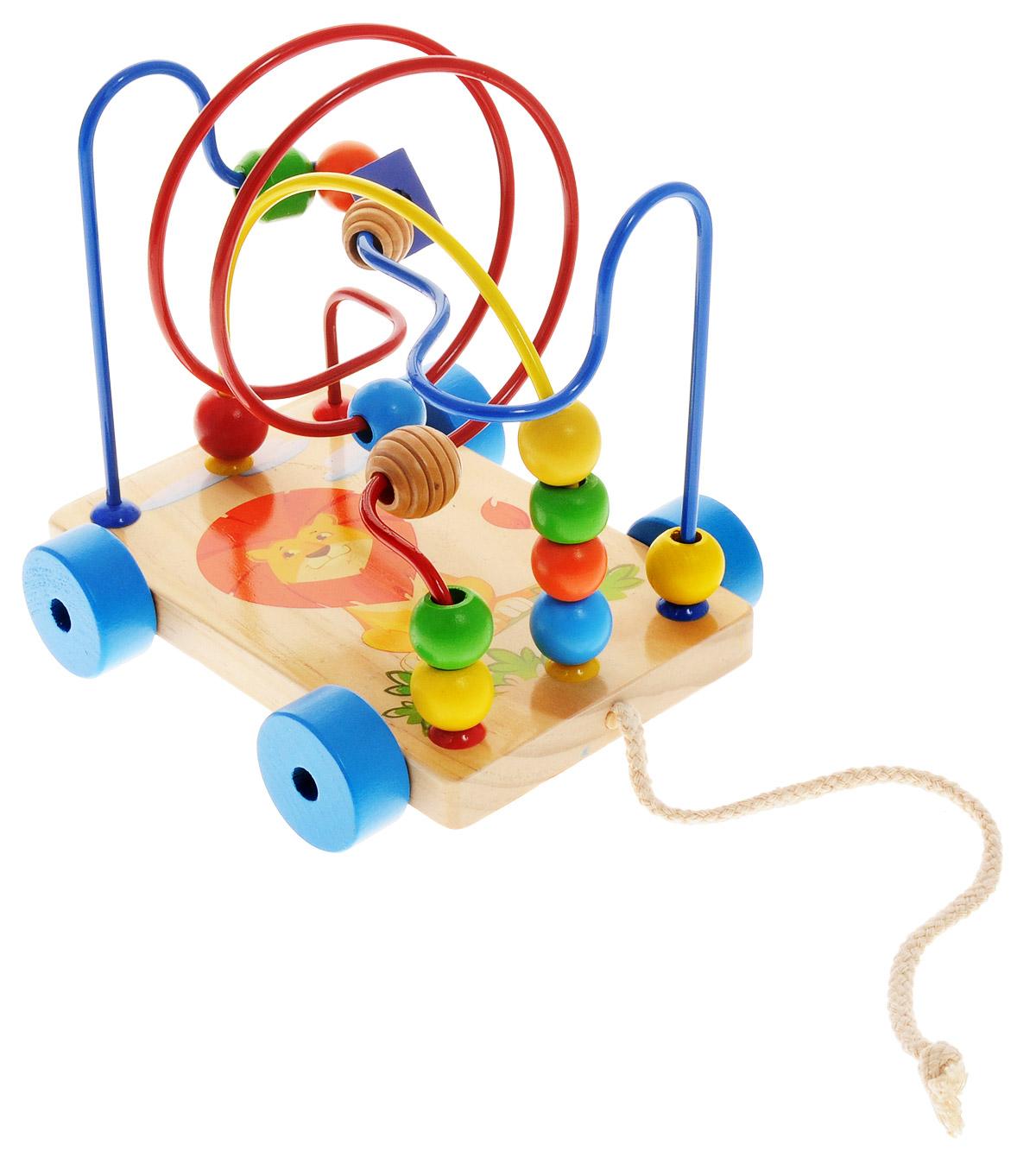 Мир деревянных игрушек Развивающий лабиринт-каталка ЛьвенокД011Яркий забавный лабиринт-каталка привлечет внимание вашего малыша и не позволит ему скучать. Игрушка состоит из прямоугольной подставки на колесиках с изображением львенка, к которой крепятся три металлические изогнутые проволоки. На каждую проволоку нанизаны маленькие деревянные элементы разной формы и цветов, которые можно передвигать. К основанию игрушки прикреплен шнурок, за который лабиринт можно возить. Игрушка развивает пространственное и логическое мышление, развитие мелкой мышечной моторики, внимания, памяти, подготавливает руку к письму. Характеристики: Общая высота: 18 см. Размер подставки (без колес): 17 см x 11 см х 1,5 см. Материал: дерево, металл. Размер упаковки: 17,5 см х 14 см х 19 см. Изготовитель: Китай.