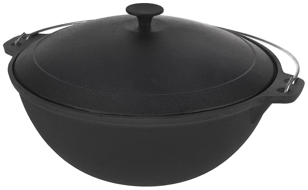 Казан Myron Cook, чугунный, с крышкой, 10 лHE5101Казан Myron Cook изготовлен из чугуна, поэтому имеет много преимуществ. Например, пища в нем никогда не пригорит. Также чугун до сих пор считается одним из самых экологически чистых материалов, а также сохраняет витамины и полезные микроэлементы при готовке блюда. Кроме того, казан из чугуна - посуда, которая прослужит вам очень долго при правильном уходе, переходя из поколения в поколение. Чугунный казан незаменим для блюд, требующих длительного приготовления, ведь он обладает хорошей термостойкостью и обеспечивает равномерное распределение тепла для качественной обработки продуктов. Для удобства использования казан имеет крепкую ручку и крышку, сохраняющую блюдо теплым даже после того, как оно снято с плиты. Казаны из чугуна завоевывают все большую популярность у любителей вкусных блюд. Ведь помимо универсальности использования этой старинной посуды еда в настоящем чугунном казане имеет лучшие вкусовые качества, чем то же самое блюдо, приготовленное на сковороде...