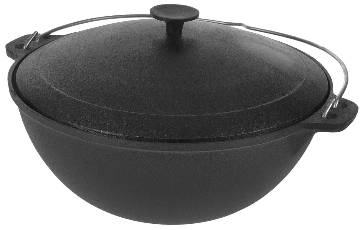 Казан Myron Cook, чугунный, с крышкой, 8 лHE581Казан Myron Cook изготовлен из чугуна, поэтому имеет много преимуществ. Например, пища в нем никогда не пригорит. Также чугун до сих пор считается одним из самых экологически чистых материалов, а также сохраняет витамины и полезные микроэлементы при готовке блюда. Кроме того, казан из чугуна - посуда, которая прослужит вам очень долго при правильном уходе, переходя из поколения в поколение. Чугунный казан, незаменим для блюд, требующих длительного приготовления, ведь он обладает хорошей термостойкостью и обеспечивает равномерное распределение тепла для качественной обработки продуктов. Для удобства использования казан имеет крепкую ручку и крышку, сохраняющую блюдо теплым даже после того, как оно снято с плиты. Казаны из чугуна завоевывают все большую популярность у любителей вкусных блюд. Ведь помимо универсальности использования этой старинной посуды еда в настоящем чугунном казане имеет лучшие вкусовые качества, чем то же самое блюдо, приготовленное на сковороде...