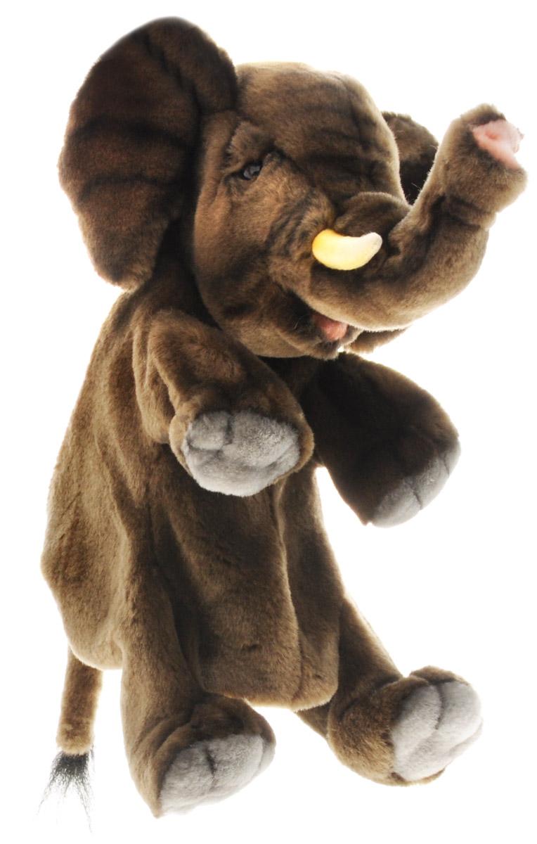 Hansa Toys Мягкая игрушка на руку Слон4040Мягкая игрушка на руку Hansa Toys Слон может стать отличным персонажем для многочисленных театральных постановок. Надев игрушечную зверушку на руку, можно будет управлять не только ее головой и корпусом, но и всеми четырьмя лапами. Игрушка выполнена из качественного искусственного меха, благодаря чему она максимально приближена к своему прототипу. Внутри игрушки имеется несколько отсеков, в которые можно поместить пальцы рук для управления игрушкой. Этот симпатичный зверек легко может стать маленьким актером в руках кукловода, который подарит ему особенный характер, манеру речи и голос.