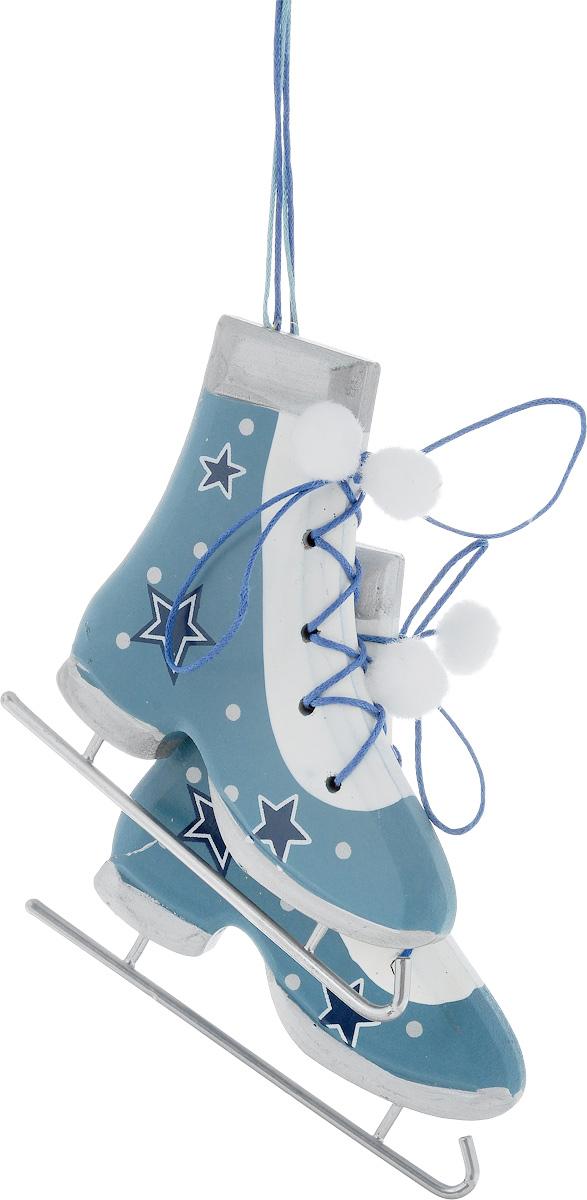 Украшение новогоднее подвесное House & Holder Коньки, 11 х 1 х 10 см, 2 шт119515Новогоднее подвесное украшение House & Holder Коньки выполнено из дерева, текстиля и металла. С помощью специальной петельки украшение можно повесить в любом понравившемся вам месте. Но, конечно, удачнее всего оно будет смотреться на праздничной елке. Елочная игрушка - символ Нового года. Она несет в себе волшебство и красоту праздника. Создайте в своем доме атмосферу веселья и радости, украшая новогоднюю елку нарядными игрушками, которые будут из года в год накапливать теплоту воспоминаний. Размер: 11 х 1 х 10 см. Комплектация: 2 шт.